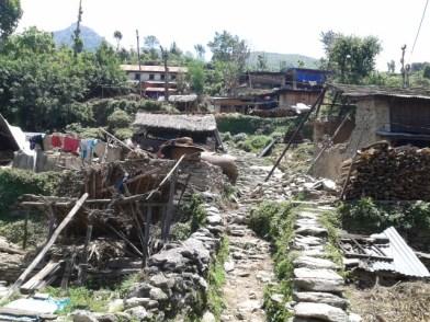 Jharlang dopo il sisma